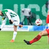 Ein Bild aus der vergangenen Saison: Joël Schmied (rechts) im Zweikampf gegen St.Gallens Victor Ruiz. (Bild: Ralph Ribi)