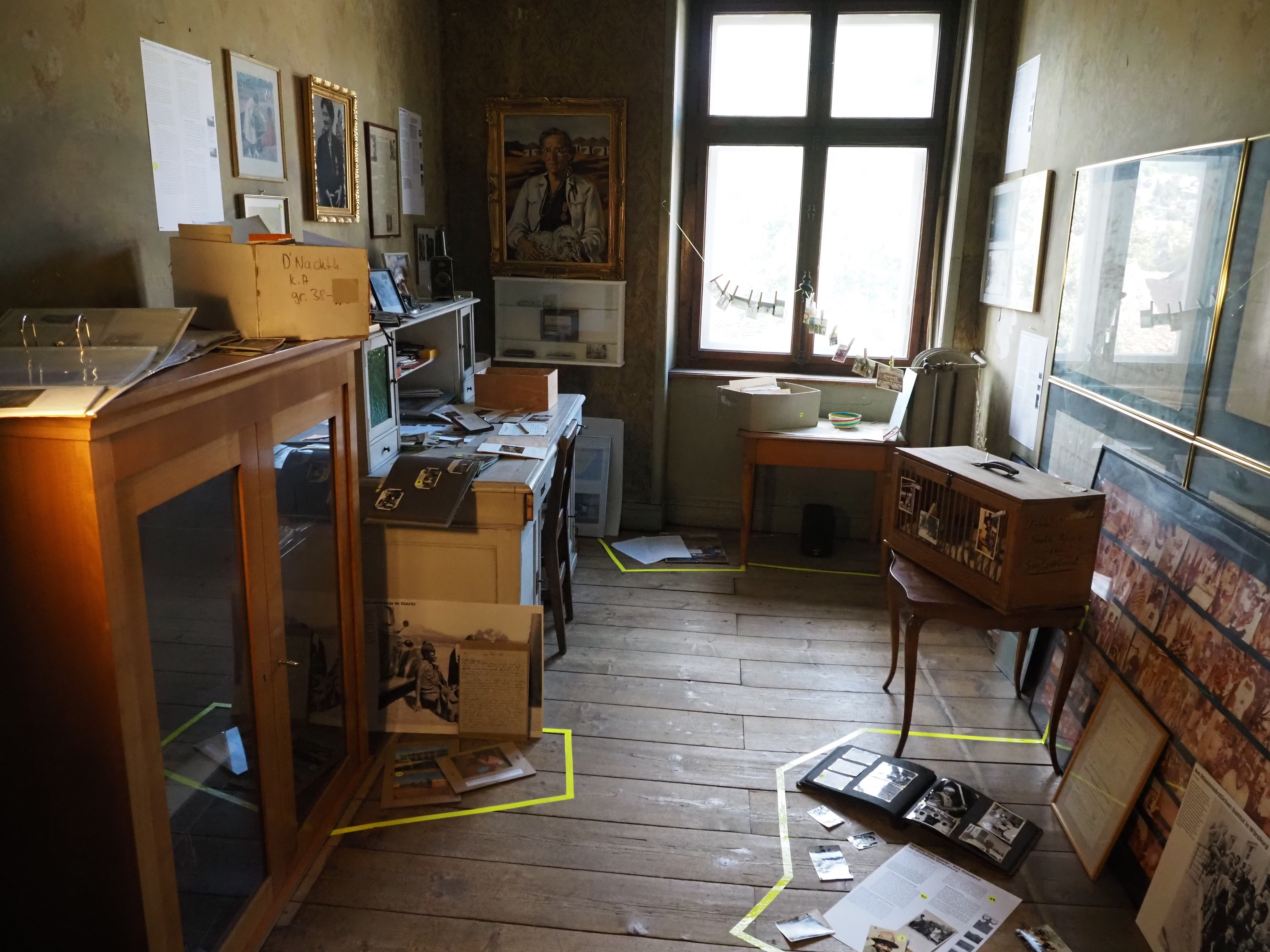 """Das Kunstprojekt im Haus """"Cheesmeyer"""" gewährt intime Einblicke in das Leben seiner Bewohner (...)"""