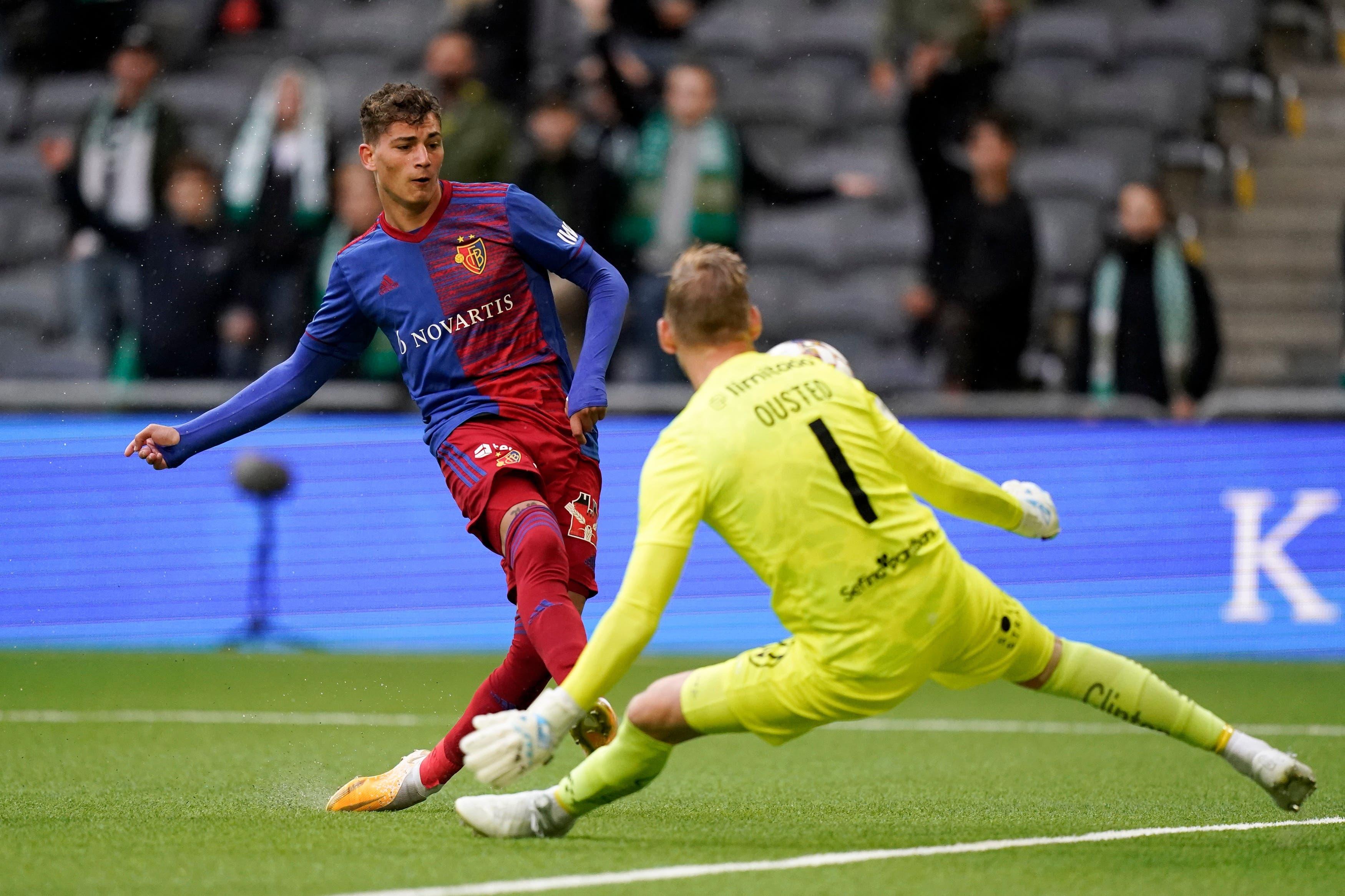 Sebastiano Esposito scheitert schon früh am schwedischen Keeper.