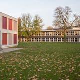 Ein Teil des Schulraums beim Niederholzschulhaus besteht seit Jahren aus Containerprovisorien und Holzbaracken. (Kenneth Nars)