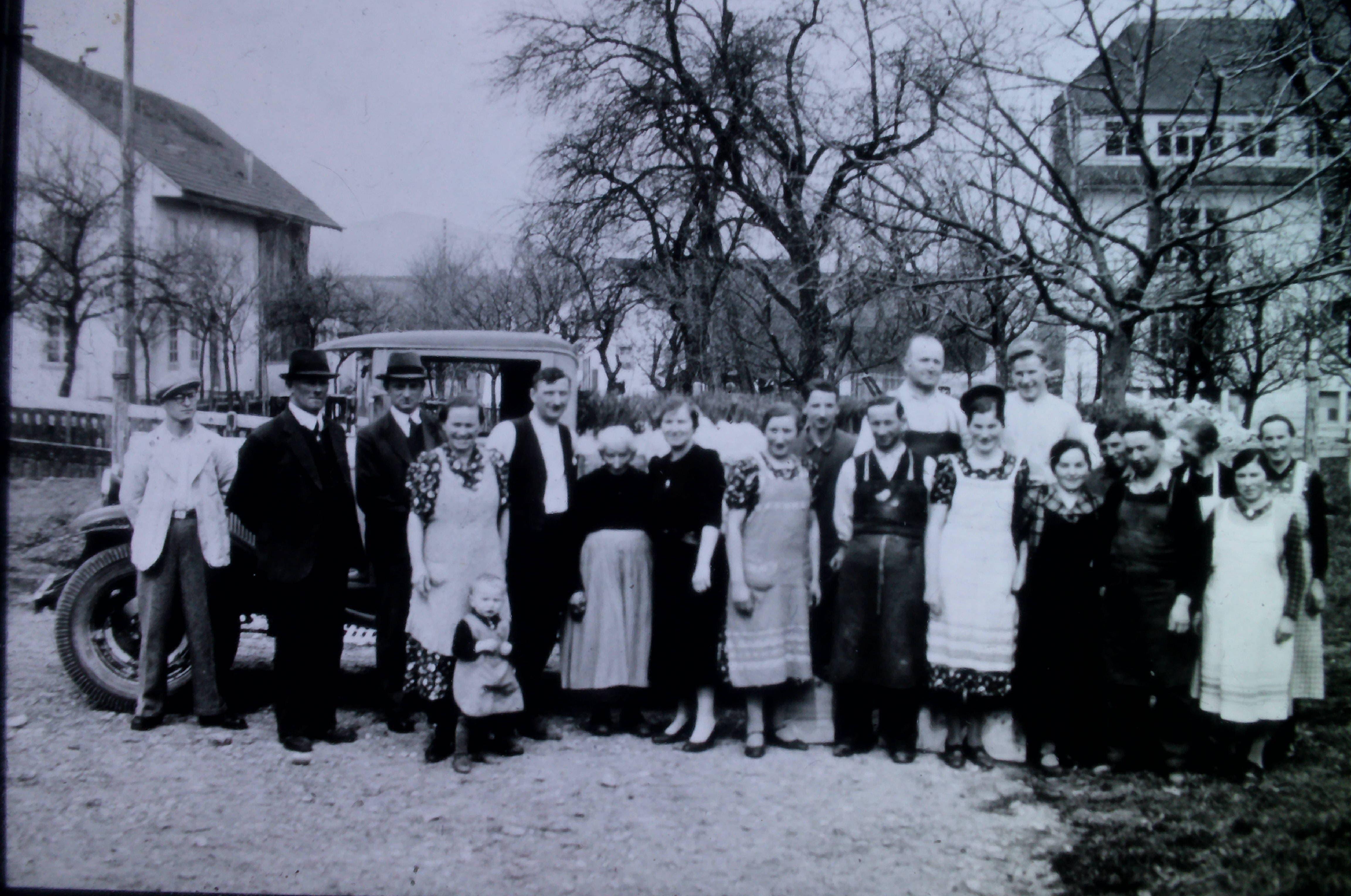 Gründer Albert Meier (5.v.r.) gründete die Rebschule Meier 1921. Das Bild zeigt ihn mit der Familie.