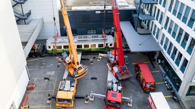 Mit Polizeieskorte durch den gesperrten Gotthard: Das Wagi-Museum erhielt einen 28 Tonnen schweren Triebwagen