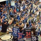 Wehe, wenn sie losgelassen! Die Fans der Schwenninger Wild Wings sorgten schon vergangene Woche in Wil mächtig für Stimmung. Gleiches wird von Ihnen am Wochenende in der Bodensee-Arena erwartet. (Christoph Heer)