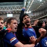 Die Spieler des FC Basel feiern den Einzug in die Gruppenphase der Conference League. (Freshfocus)