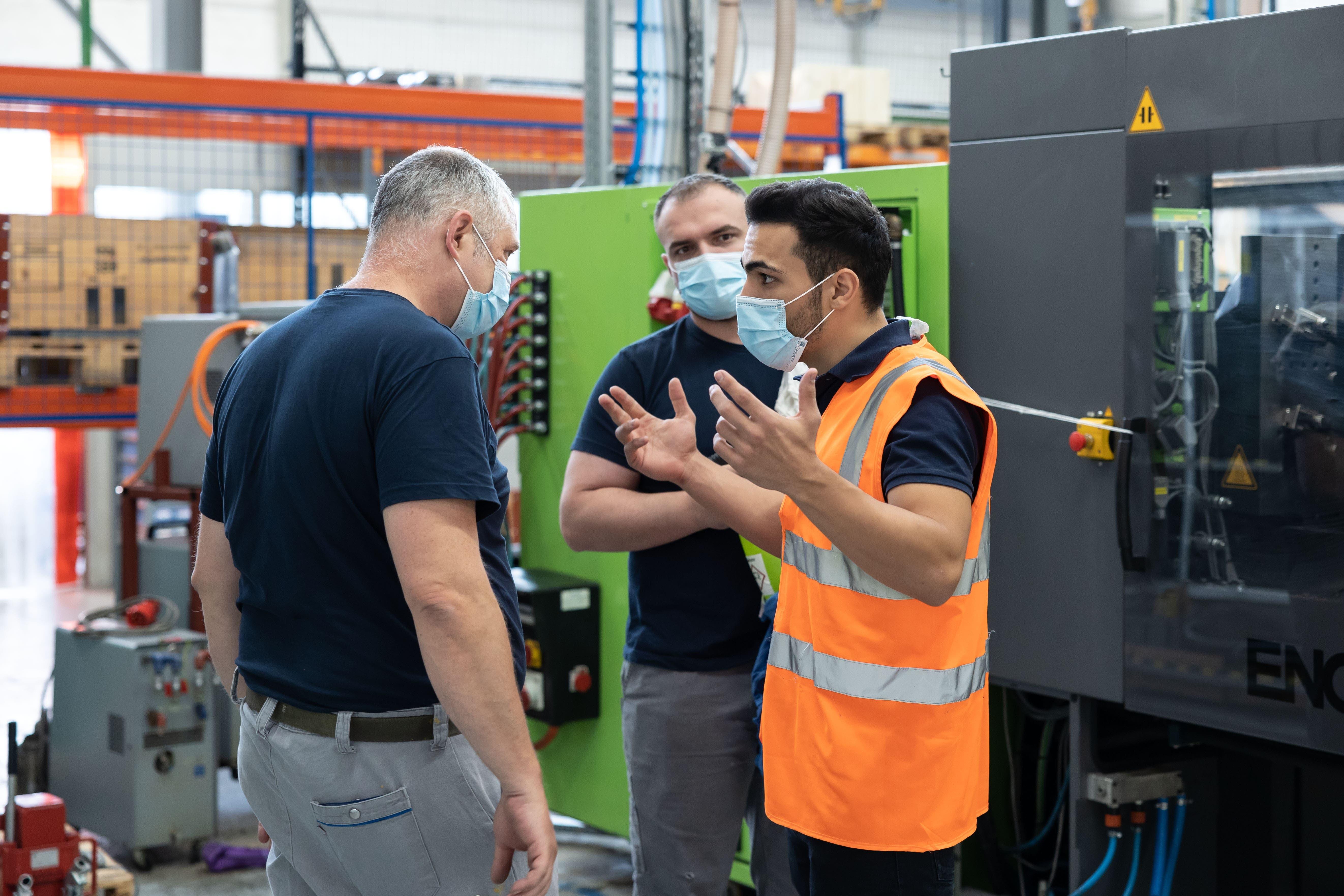 Anlässlich der IBLive wird eine Maschine von der Firma GF in Subingen nach Bellach in die Firma Fraisa transportiert. Vor dem Start wird alles genau besprochen.