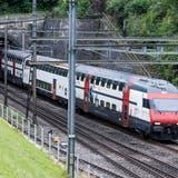 Zugskomposition beim nördlichen Tunnelportal in Tecknau. (Kenneth Nars)
