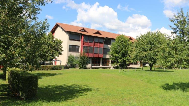 Der neue Kindergarten ist hier neben der Schule angedacht. (Dennis Kalt / Aargauer Zeitung)