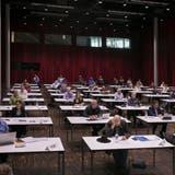 Die Einwohnerratssitzung findet während der Coronapandemie im Campussaal Brugg-Windisch statt. (Britta Gut / 19. Juni 2020)