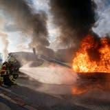 Helikopter mit einem Flieger zusammengestossen und abgestürzt – Rettungskräfte trainieren den Ernstfall im Industriegebiet Wittenbach