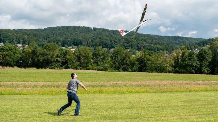 Den Mitgliedern der Modellfluggruppe Dietikon gefällt es auf ihrem neuen Flugplatz in Spreitenbach. (Fabio Müller)