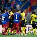 Vor allem in der ersten Halbzeit war die Partie zwischen dem FCB und YB hitzig und gehässig. (Urs Lindt / freshfocus)
