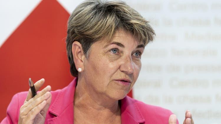 Verzicht auf Ölheizungen und konventionelle Fahrzeuge: Viola Amherd verordnet der Armee einen grünen Umbau. (Keystone)