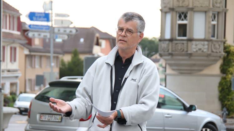 Der Romanshorner Bauverwalter Andreas Schuster beim Spaziergang zu den städtischen Verkehrshotspots. (Bild: Barbara Hettich)