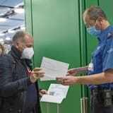 Ab dem Herbst könnte in der Schweiz wieder eine grossflächige Reiserückkehr-Quarantäne gelten. Der Bundesrat solle aktuell über deren Wiedereinführung diskutieren. (Keystone)