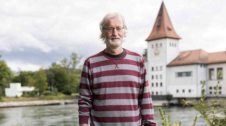 Stephan Müller, Stadtratskandidat Aarau, fotgrafiert beim ENIWA-Kraftwerk in Aarau, am 26. August 2021. (Severin Bigler)