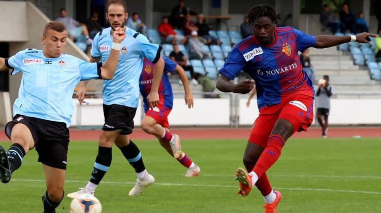 Tresor Samba trifft zwei Mal gegen die AC Bellinzona – damit steht er in dieser Saison bereits bei fünf Treffern. (Bild: Edgar Hänggi / bz Zeitung für die Region)
