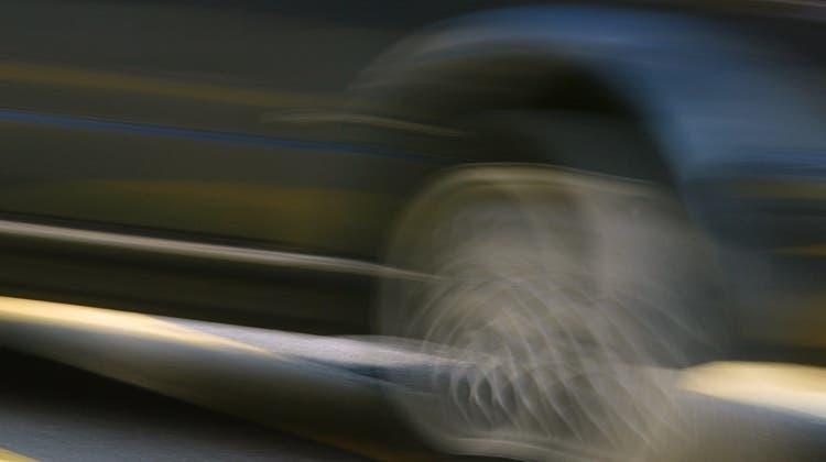 Viele fuhren so schnell, dass sie jetzt erstmal nicht mehr fahren dürfen. (Symbolbild) (Keystone)