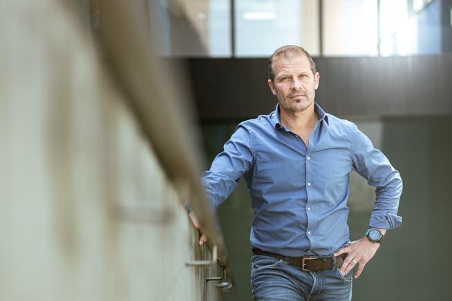 Sportpsychologe Jörg Wetzel – er ist bei den Olympischen Spielen in Tokio für das mentale Wohlbefinden der Schweizer Sportler verantwortlich. Aufgenommen am 28. Juni 2021 in der Telli in Aarau.