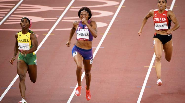 Mujinga Kambundji(rechts) kann über 200 m nicht ganz mit den Schnellsten mithalten. (Laurent Gillieron / KEYSTONE)