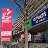 Das Shopping-Center St. Jakob-Park Basel richtet sein Angebot nach 20 Jahren neu aus. (Kenneth Nars)