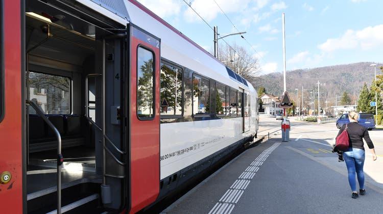 Momentan fällt die S9 zwischen Stettbach und Schwerzenbach aus und wird mit den Zügen S5 und S15 ersetzt. (Symbolbild: Bruno Kissling)
