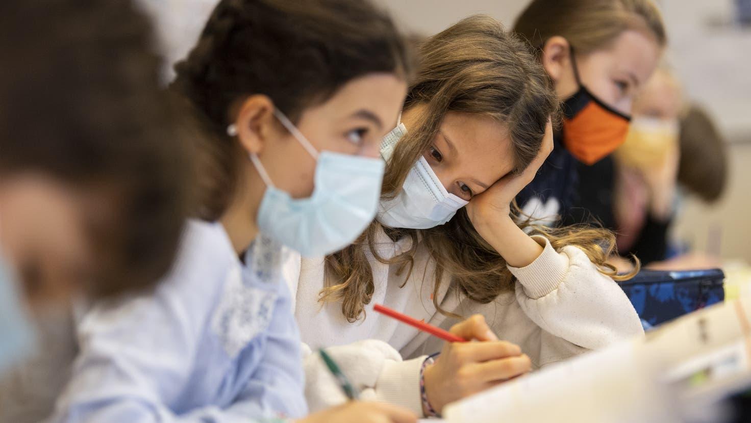 Im Aargau gilt noch bis Ende Woche für alle Schulkinder ab der 5. Klasse Maskenpflicht. (Ennio Leanza / Keystone)