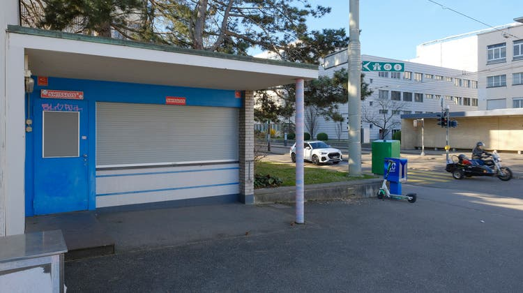 Noch ist der Kiosk geschlossen: Der Qiosk verzögert sich. (Kenneth Nars)