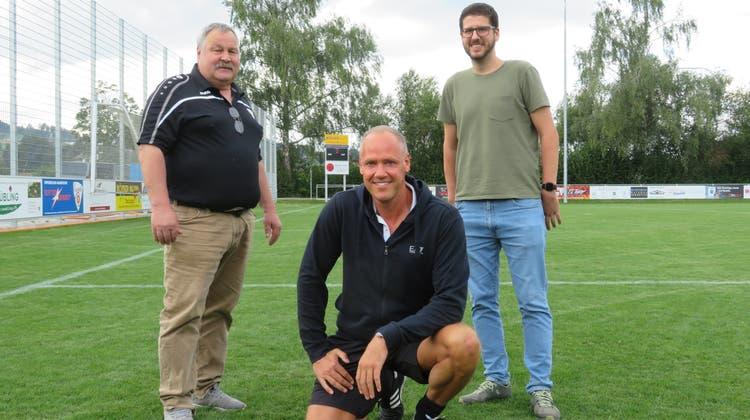 Freuen sich auf das Jubiläum 100 Jahre FC Villmergen (von links): Theo Sax, Sandro Meyer und Patrick Troxler. (Marc Ribolla)