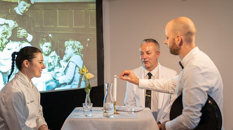 Ein kulinarisches Tischgespräch mit der ehemaligen Schweizermeisterin im Kochen, Evelyne Tanner, und dem Chef de Rang, Ingolf Tschäppe, verleiht dem Anlass einen feierlichen Rahmen. (zvg)