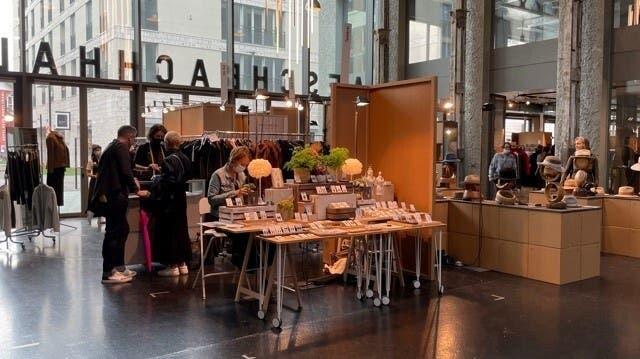 Um das Risiko zu mindern, findet die Designmesse «in&out» in der Aeschbachhalle in Aarau an zwei Wochenenden statt. Bilder vom ersten Wochenende. (Zvg/Martin Graf/ Aargauer Zeitung)