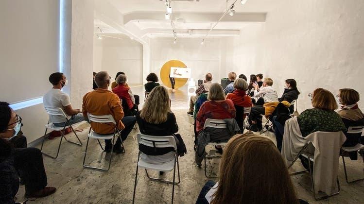Marie-Caroline Hominals Performance «Eurêka, c'est presque le titre» in der Düsseldorfer Zero Foundation. (Museum Tinguely)
