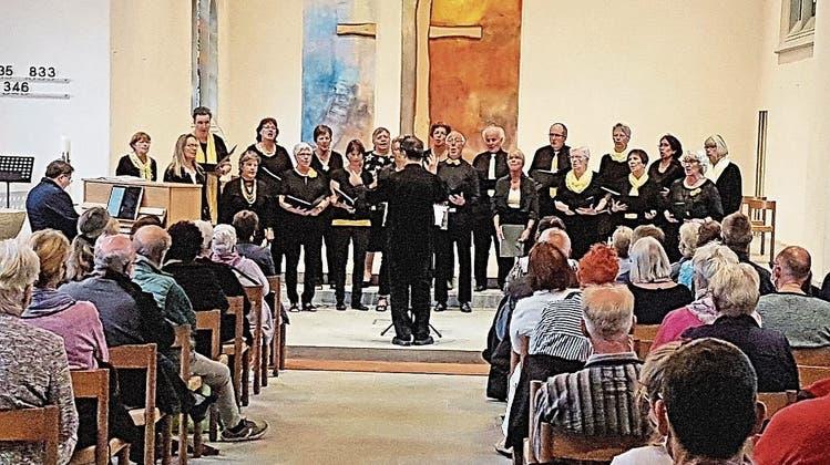 Der Gospelchor Rheinfelden trat erstmals unter Dirigent Akira Tachikawa auf. (Andreas Fischer)
