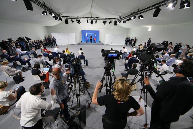 Weltweit im Fokus: Wladimir Putin tritt zum Treffen mit Joe Biden in Genf vor die Medien.