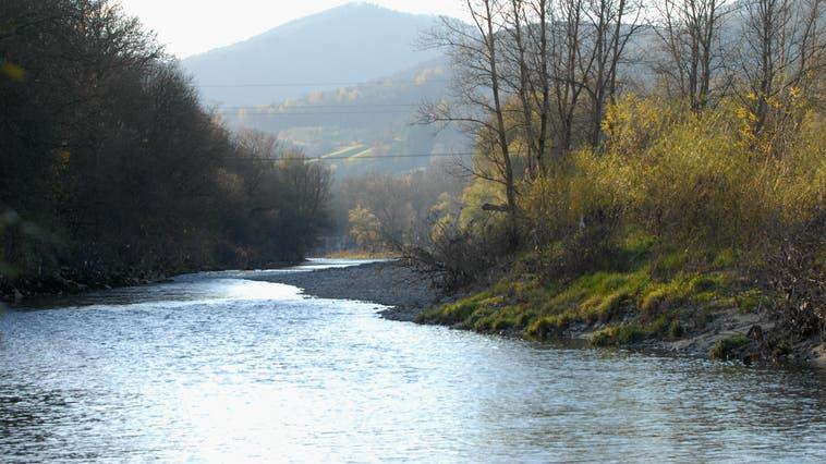Brugg: Aare-Uferweg zwischen Jugendherberge und Fischerhütte gesperrt ++ Scherz: Quellwasserpumpwerk soll neu gebaut werden