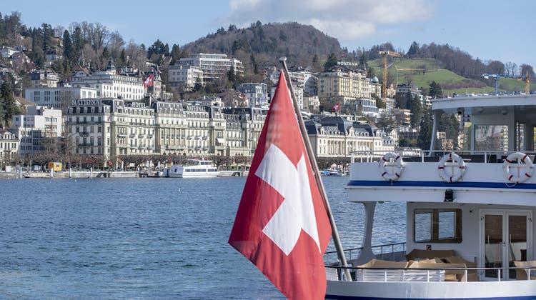 In den meisten Regionen – etwa hier in Luzern – nahm die Anzahl der touristischen Beherbergungen im ersten Halbjahr wieder zu. (Bild: Keystone)