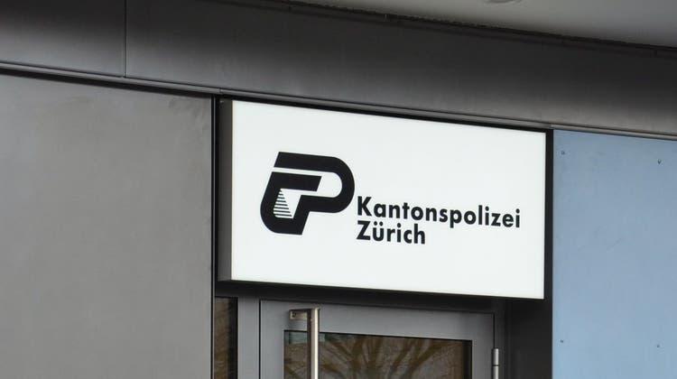 Die Kantonspolizei Zürich verhaftete einen Telefonbetrüger. (Florian Niedermann)