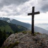 Kleiner Gipfel mit grosser Aussicht: Von St. Margrethenberg auf denPizalun
