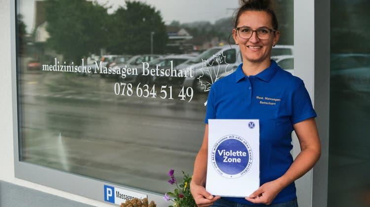 Binja Betschart, Inhaberin einer Praxis für medizinische Massagen/Therapien. (Andri Vöhringer)