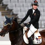 Saint Boy weigert sich über das Hindernis zu Springen. Die moderne Fünfkämpferin Annika Schleu fand im Wettkampf keinen Draht zum Pferd. (Keystone)