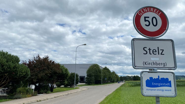 Diese Strasse wird künftig rund 200 Meter weiter südlich verlaufen. (Bild: Simon Dudle)