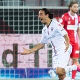 Jubelstürme beim FC Aarau und Trainer Stephan Keller ist mittendrin. (Keystone)