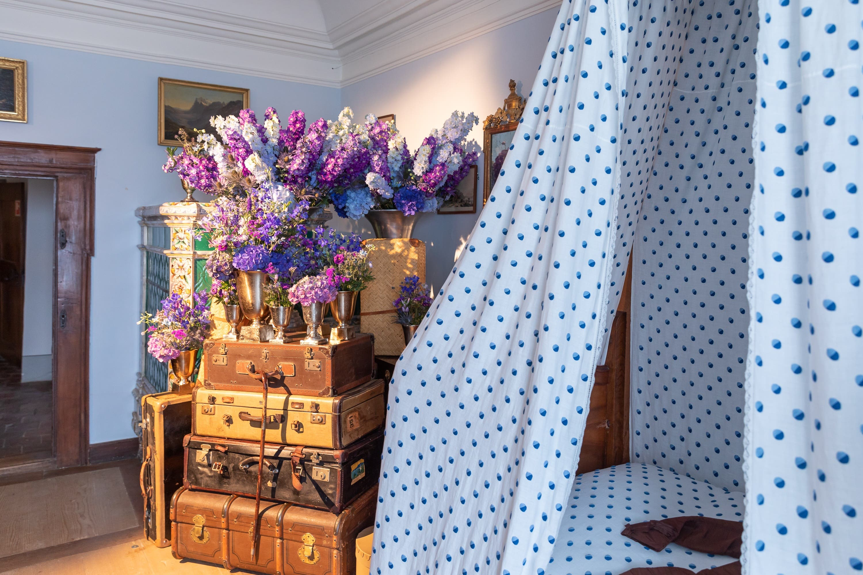 Die Reisen der Adeligen stehen hier im Fokus: Urs Iten durfte sich im Gästezimmer kreativ ausleben.