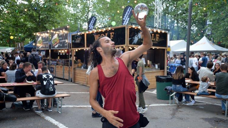 Nicht nur essen, sondern auch Gauklerei kam am Festival zum Zuge. (Hans Peter Schläfli)