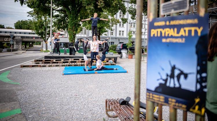 Der Kinderzirkus Pitypalatty auf dem Postplatz in Solothurn. (Michel Lüthi)