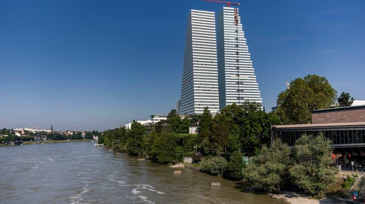 Sie prägen das Stadtbild: Die beiden Bürohochhäuser von Roche. (Kenneth Nars)