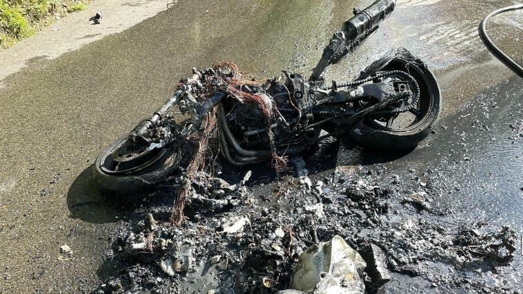 Die Überreste des verbrannten Töffs. (Kapo Solothurn)