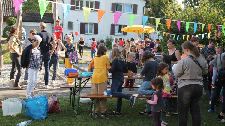Das kleine und feine Strassenfest in der Weststadt konnte dank Wetterglück wie geplant stattfinden: Im Zentrum standen Begegnungen und Austausch