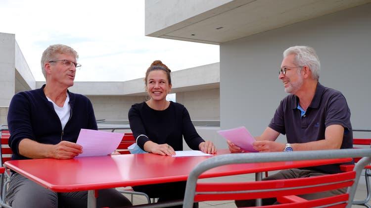 WaloAbegglen, Charis Kuntzemüller und Ruedi Herzog von der Kreuzlinger SP auf dem Dach des Begegnungszentrums Trösch. (Bild: Rahel Haag)