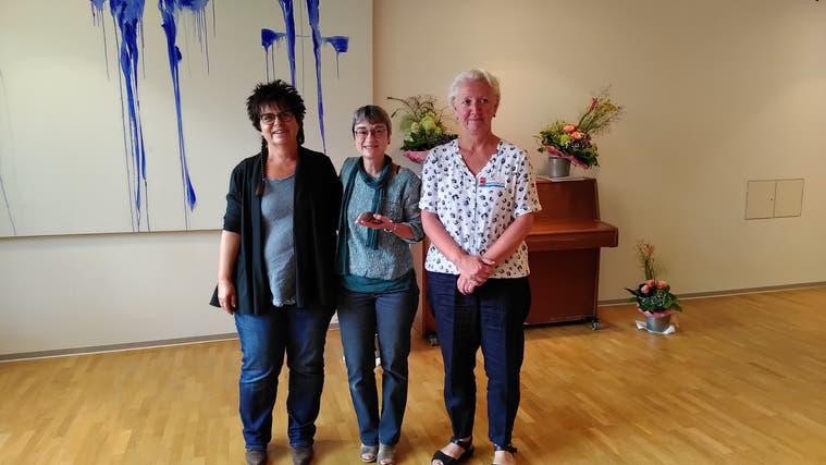 Verlegerin Alice Gabathuler, Preisträgerin Karin Bachmann und Alexandra Moser von der Kulturkommission. (Anke Eckardt)