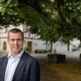 Moritz Eggenbergervor der über 150-jährigen Linde beim Kehlhofplatz, seinem Lieblingsplatz im Unterseestädtchen. (Bild: Michel Canonica)